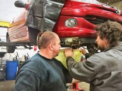 Des professionnels a votre service : Directeur et encadrant technique du garage solidaire